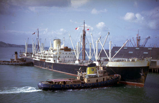 9th September 1964 WILLIAM C DALDY and AUCKLANDER helping the HAPARANGI berth at Queens Wharf, Auckland